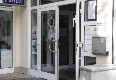 Cronenberg: Linksextremisten verüben Farbanschläge auf Bankfilialen und Polizei-Dienststelle